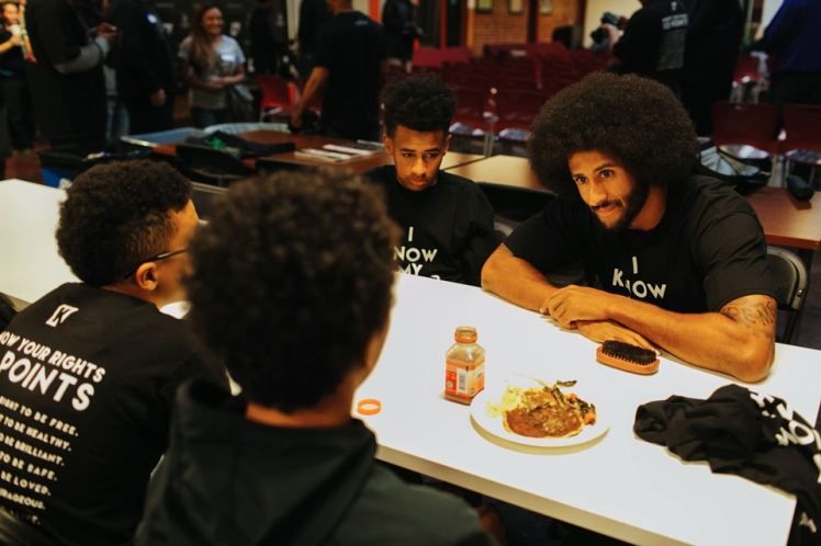 Kaepernicks-Know-Your-Rights-camp-Kap-talks-w-kids-at-lunch-HUB-Oakland-102916-by-Katrina-Britney-Davis-The-Undefeated-web